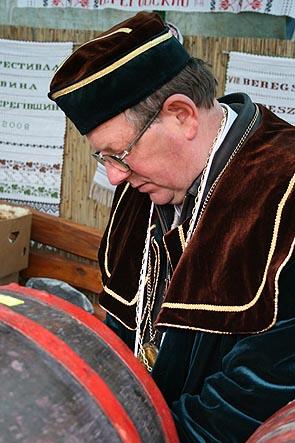 Фестиваль Біле вино - 2008 в Берегові. Винороб Карл Шош